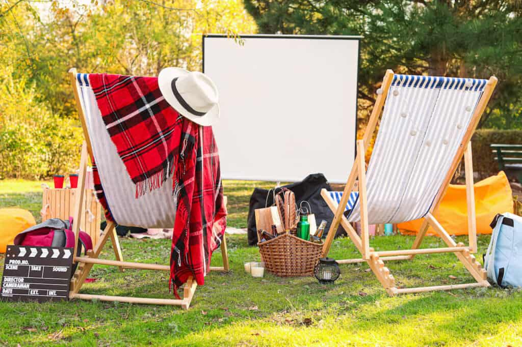 outdoor movie date setup